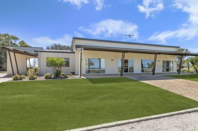 Koppi-Tucka 36755 Flinders Highway, Smoky Bay SA 5680