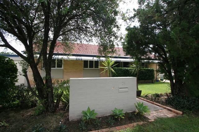 25 Pavlu Street, Wynnum West QLD 4178