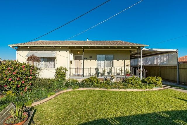 11 Esther Court, Fawkner VIC 3060