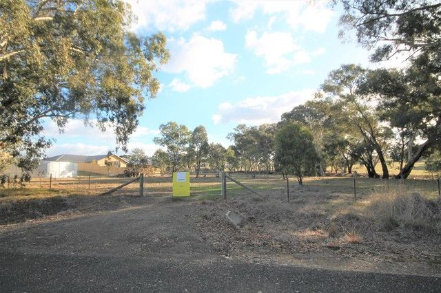 83 Thomsons Road, Young NSW 2594