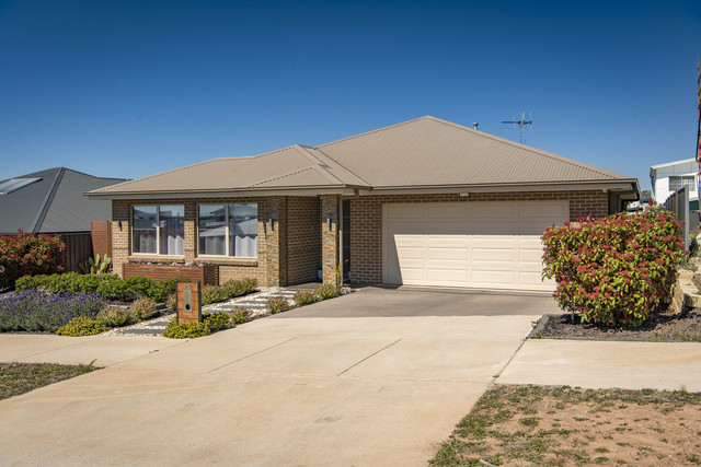 25 Peter Cullen Way, Wright ACT 2611