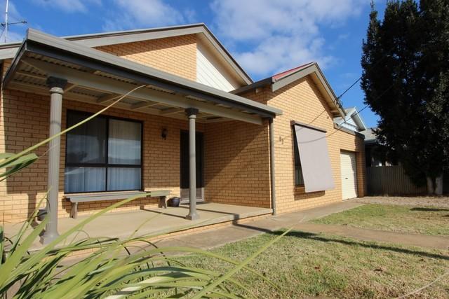 82 Grey Street, Temora NSW 2666