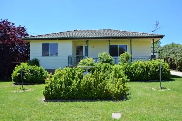 29 Malpas Street, Guyra NSW 2365